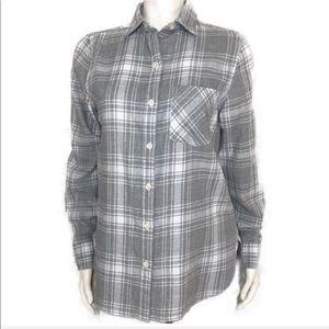 Old Navy grey plaid button down shirt si…